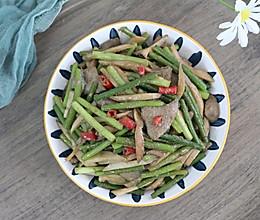 #豆果10周年生日快乐#猪肝炒蒜苔,补血明目,家常下饭菜的做法