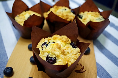 简单又美丽的香酥粒蓝莓麦芬
