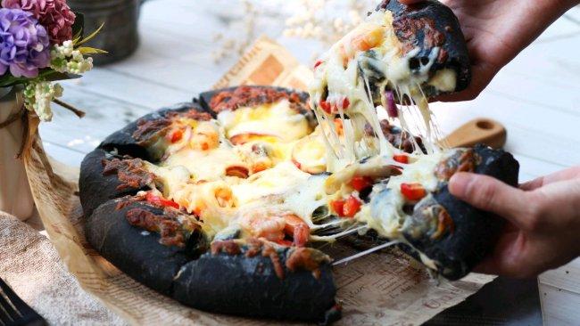 """#2021趣味披萨组——芝香""""食""""趣#海鲜墨鱼汁披萨的做法"""