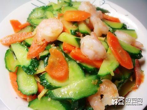 虾仁黄瓜胡萝卜腰果的做法