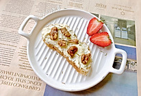 周末早餐:欧包佐乳酪蜂蜜核桃仁的做法