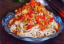 #炎夏消暑就吃「它」#凉拌金针菇的做法