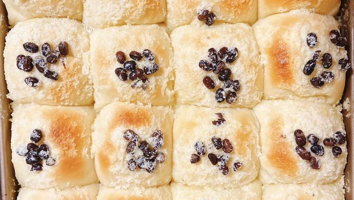 红豆椰蓉面包