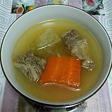 青,红萝卜煲牛腩汤