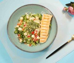 煎三文鱼中东小米沙拉配罗勒酱的做法
