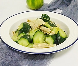 这豆制品同黄瓜拌拌,做成一道下酒小凉菜,清淡利口,待客倍有面的做法
