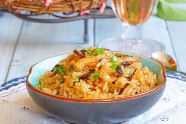 海米香菇焖饭的做法