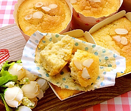 香蕉杏仁片海绵纸杯蛋糕的做法