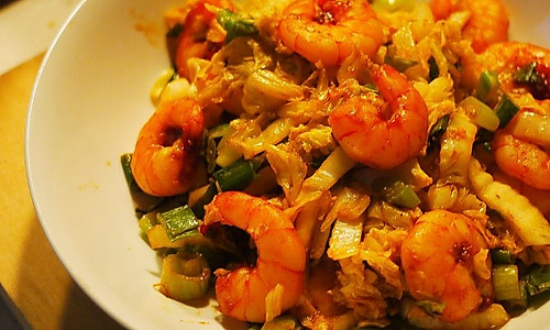 番茄虾仁配大葱段儿小白菜儿的做法