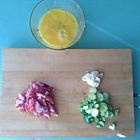 腊肠鸡蛋炒秋葵的做法图解2