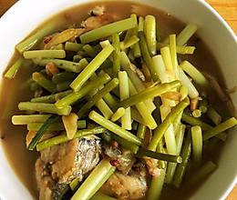 鲅鱼炖蒜苔的做法