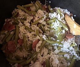 肛豆香肠菜饭的做法