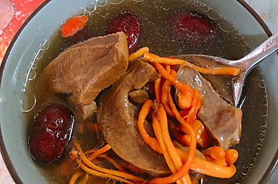 虫草猪肝汤