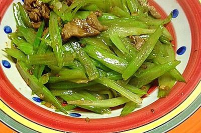 芹菜炒肉~小清新搭配小鲜肉!
