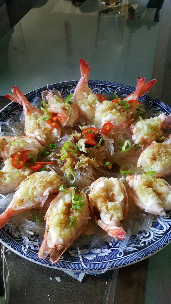 一定要分享的蒜蓉粉丝蒸大虾的做法