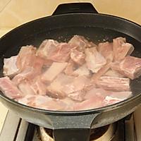 四小时煲出的一锅好汤:[番茄玉米猪骨汤]的做法图解1