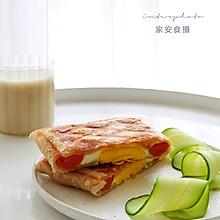 #营养小食光# 家安乐享早餐:香肠鸡蛋手抓饼+鹰嘴豆浆