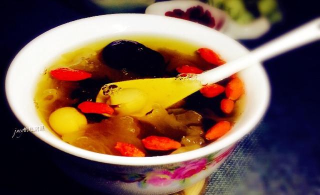 银耳莲子红枣桂圆羹~养颜又美味