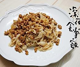 香草肉酱拌炒宽面的做法