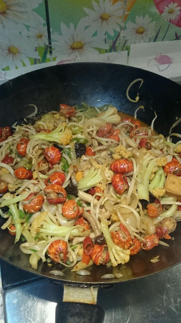 龙虾尾香锅的做法
