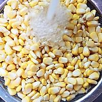 #儿童版#奶香玉米汁的做法图解2