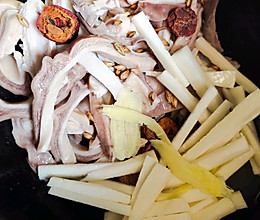 焦三仙山药猪肚汤的做法
