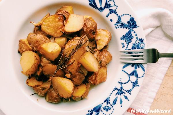 迷迭香洋葱烤土豆的做法