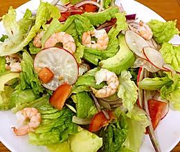 牛油果鲜虾蔬菜沙拉的做法