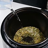 粥日食丨绿豆百合粥的做法图解3