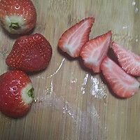 自制草莓果酱的做法图解1