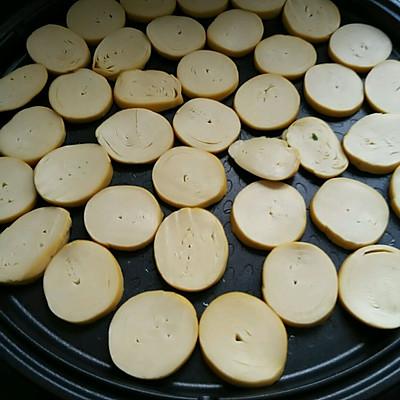 利仁电饼铛试用之香辣煎豆腐卷的做法 步骤3