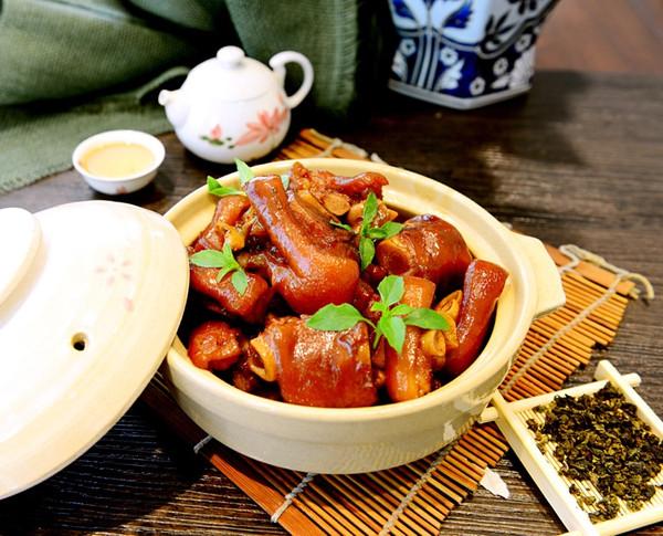 年夜菜发财就手-不油腻的茶香猪手(猪蹄)的做法
