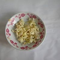 皮蛋拍黄瓜的做法图解2