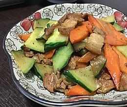 黄瓜胡萝卜炒肉的做法