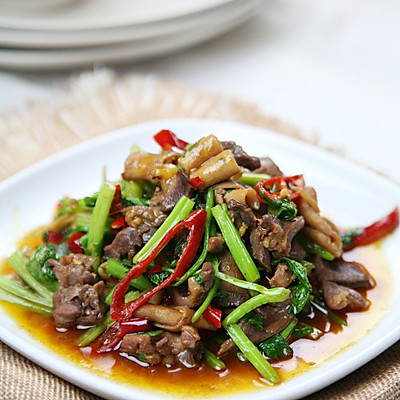 最上瘾的绝味川菜——芹菜炒鸡杂