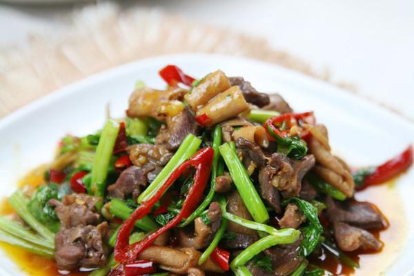 最上瘾的绝味川菜——芹菜炒鸡杂的做法