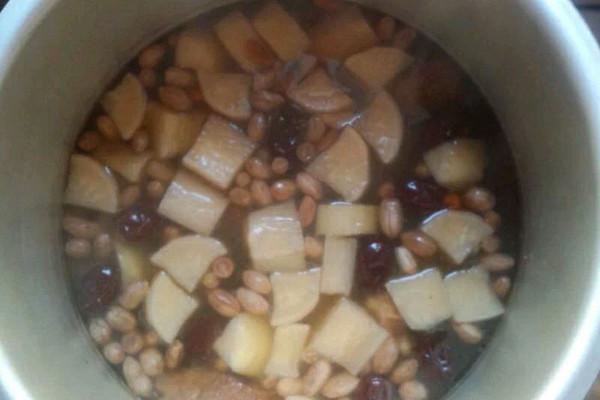 补血排骨汤的做法