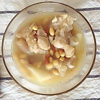 滋补猪蹄黄豆汤