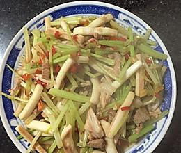 西芹鱿鱼炒肉的做法