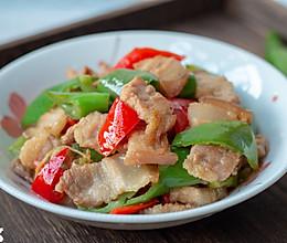 #肉食者联盟#青椒炒五花肉的做法