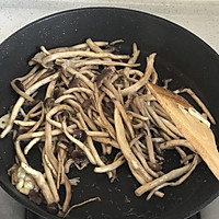 超级无敌好吃-干煸茶树菇的做法图解3
