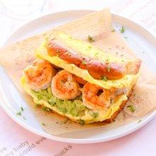 牛油果虾仁蛋包三明治