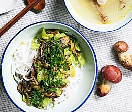 不时不食 | 牛肝菌拌米线配鸡汤吃走感冒的做法
