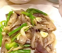 【减肥餐菜谱】清炒蘑菇青椒的做法