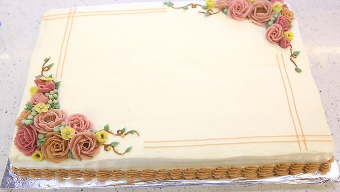 大号方形庆典蛋糕淡奶油抹面裱花