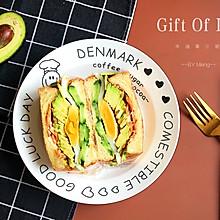 十分钟快手早餐丨厚切牛油果三明治#憋在家里吃什么#