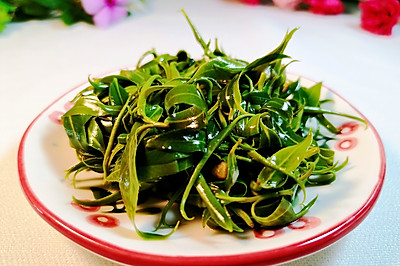 鲁菜系名菜,凉拌柳树芽,你吃过吗?那是春天的味道,不可错过。