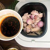 10分钟完成的秘制紫苏葱香焖鸡的做法图解4