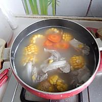胡萝卜玉米排骨汤的做法图解10