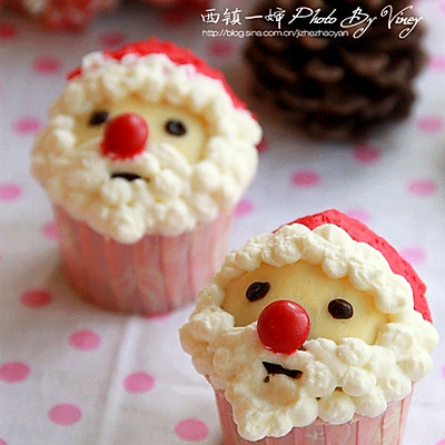 Q版圣诞老人纸杯蛋糕